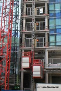 Passengers and material hoist E20 - twin cage 2000 Kg per cage. 36 m - min speed